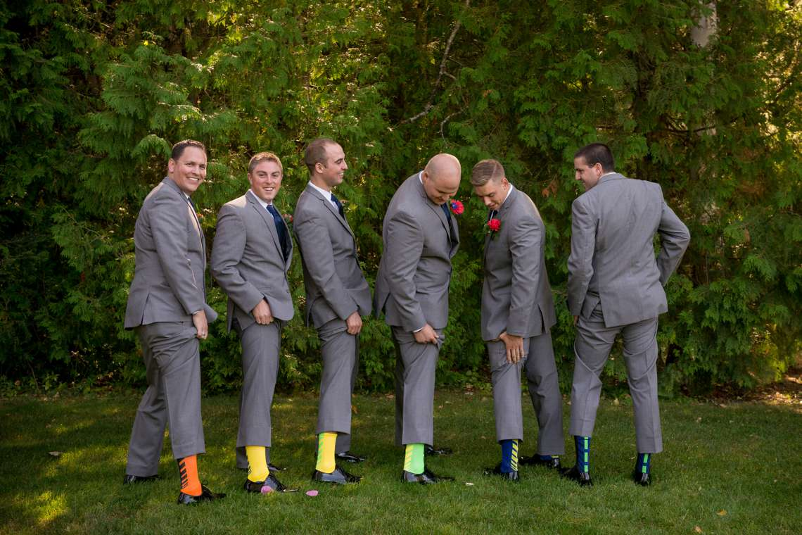 unique groomsmens photos