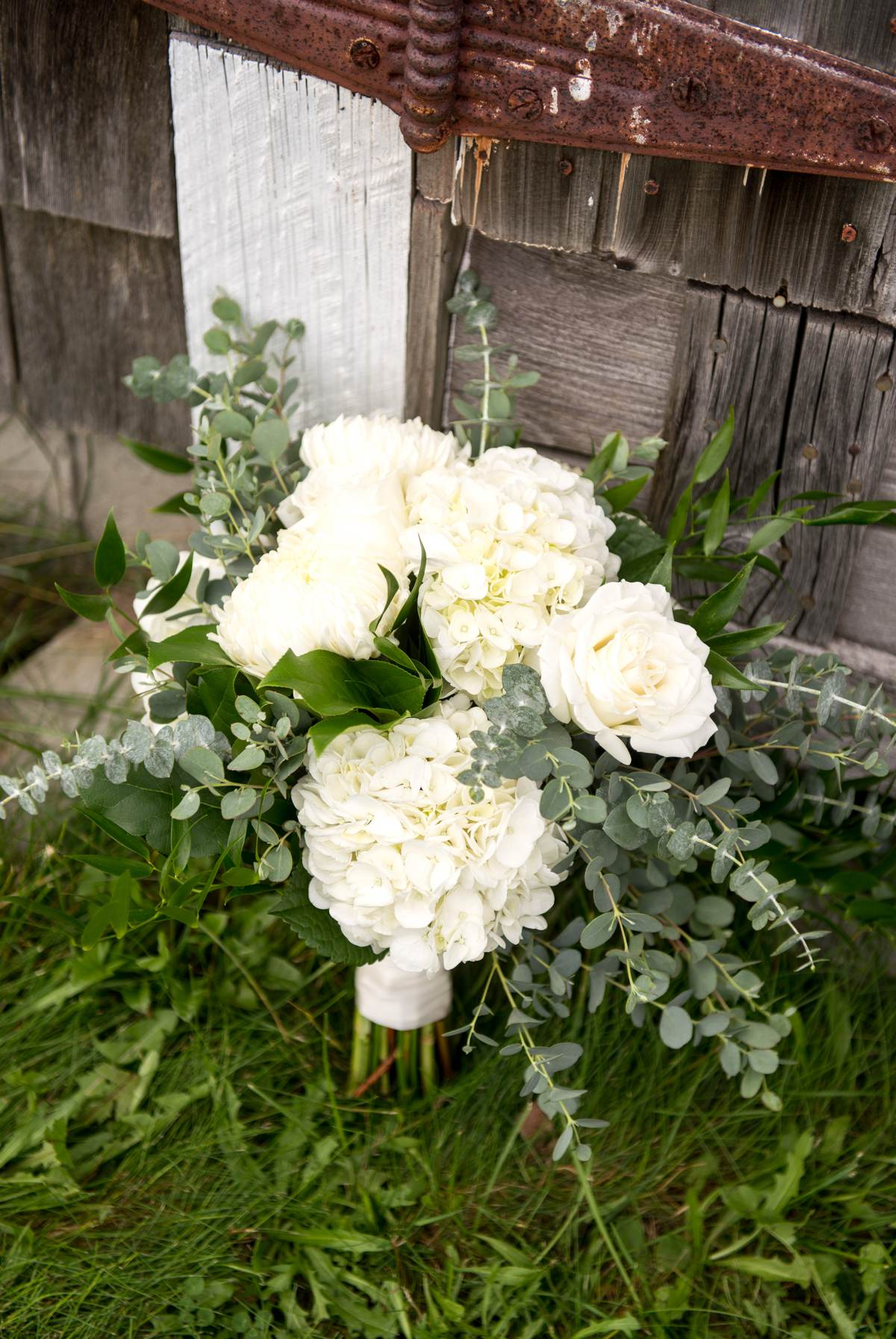 Neutral colored wedding flowers